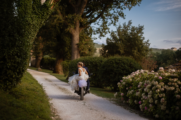 A Destination Wedding Reportage on the sweet and warm Marche Hills, at Tenuta Santi Giacomo and Filippo, Urbino